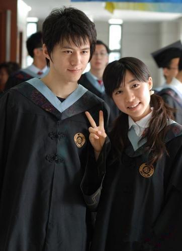 北京大学校草叶钦达与他同学的生活照