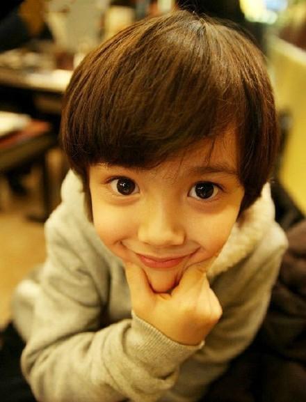 9岁韩美混血小帅哥照片
