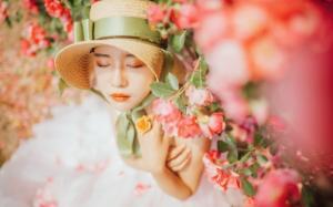 气质美女玛鲁娜清新唯美户外写真图片