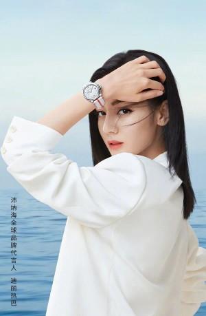 迪丽热巴白色西装简约高级质感广告大片