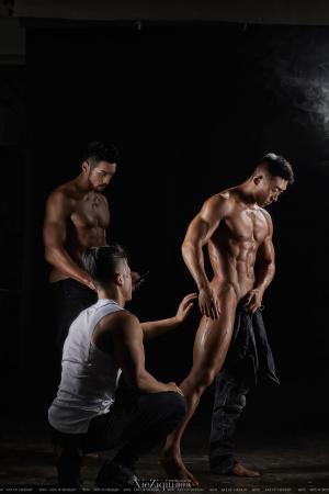 男模全裸艺术照拍摄现场