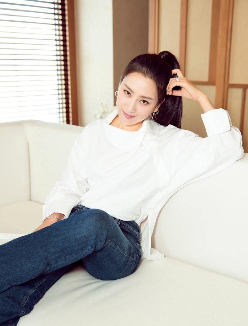 马苏简约大气的衬衫装随性又时髦写真