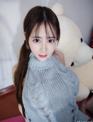 大胸妹子蜜桃Q妹微博时尚图片