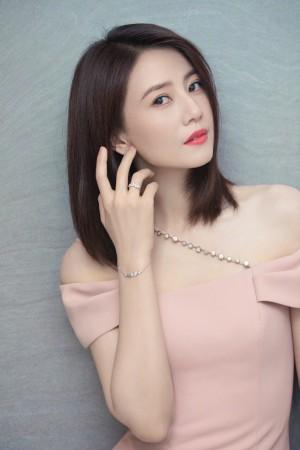 高圆圆粉色礼服简约优雅写真图片