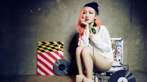 性感夜店女DJ高梦瑶打碟图片桌面壁纸