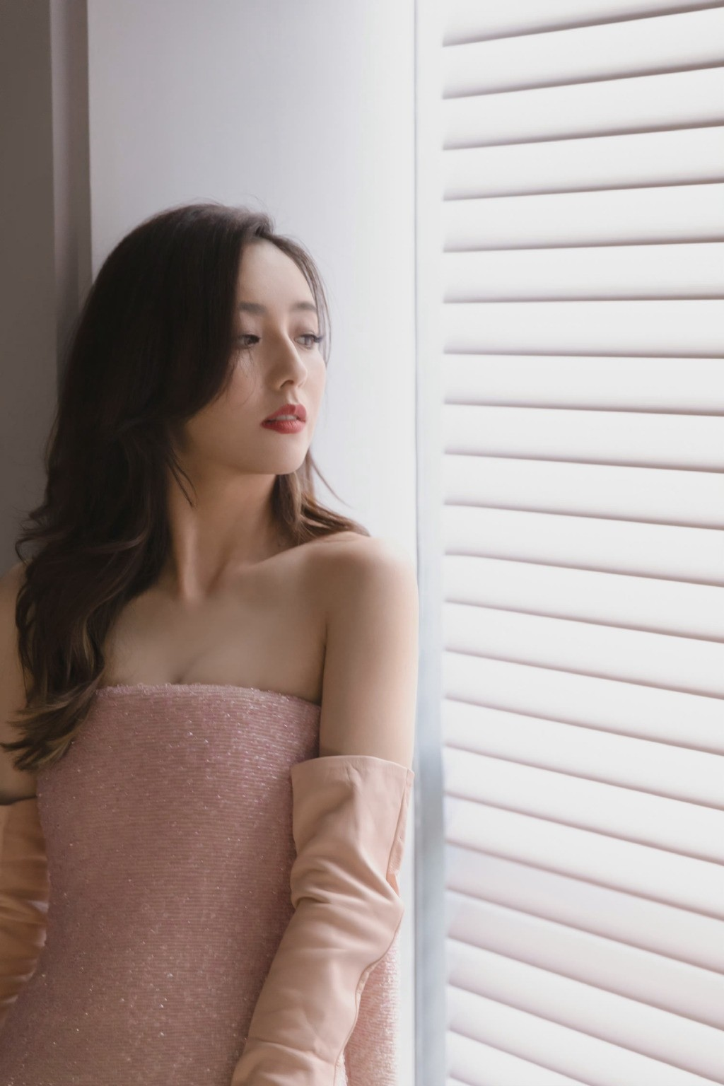 佟丽娅Fendi高定礼服优雅迷人气质写真图片