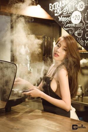 咖啡女神Pichana Yoosuk围裙藏不住的性感