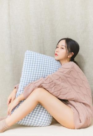 长腿时尚美少女床上惹火写真