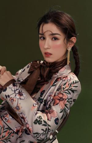哈妮克孜个性时尚写真图片