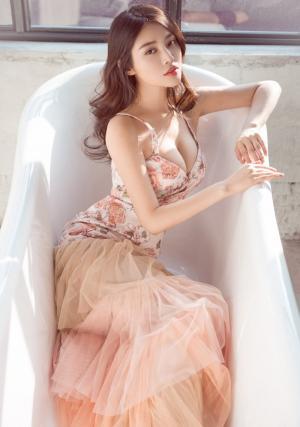 徐冬冬唯美礼服粉红色长裙性感写真