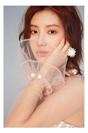 王鹤润俏丽柔美时尚写真图片