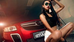 性感长发火焰红唇美女车模激情写真图片
