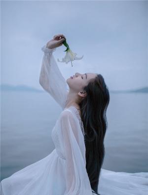 美若天仙的武大校花海边性感写真
