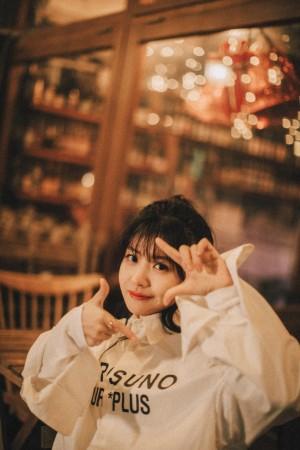 赖美云甜美俏丽少女街拍图片