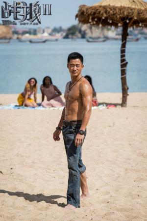 《战狼2》拥有壮硕肌肉帅哥男神吴京