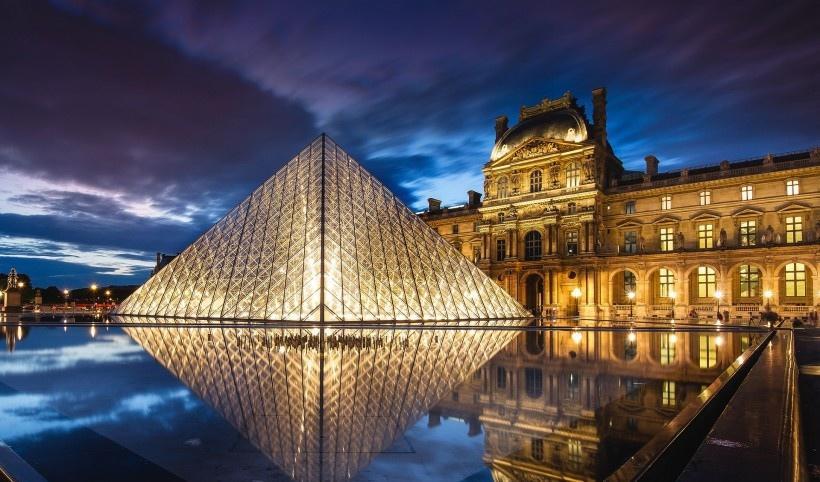 巴黎城市灯火辉煌的夜景图片