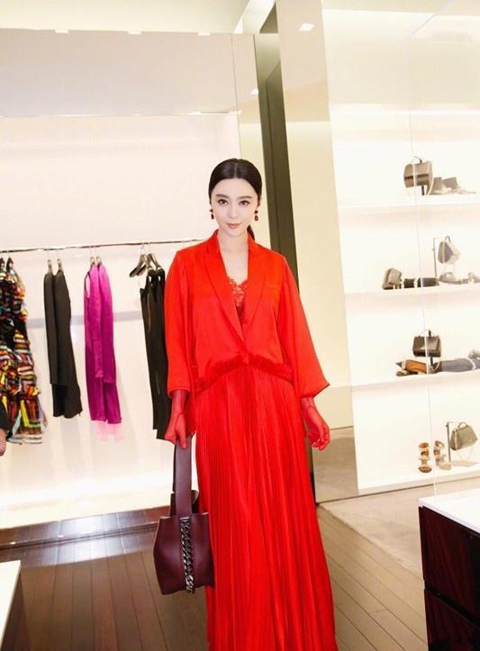 范冰冰红色长裙出席活动精致妆容尽显女神气质写真