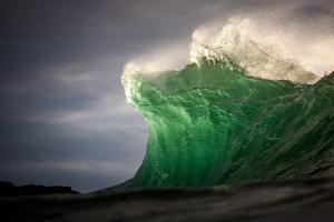 澳大利亚海岸拍摄到的巨浪