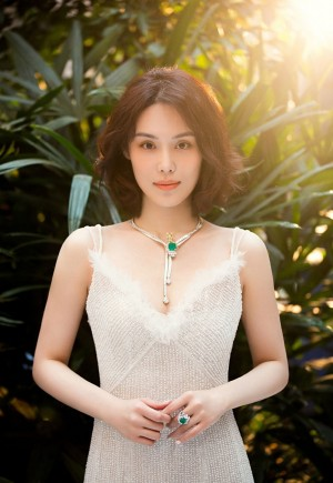 韩丹桐鱼尾裙妩媚时尚写真图片