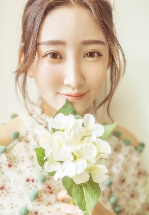 清新淡绿唯美系女生一双清澈双眼治愈系图片