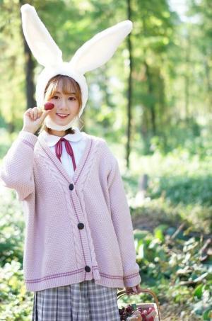 粉嫩小兔子女孩甜美小树林写真