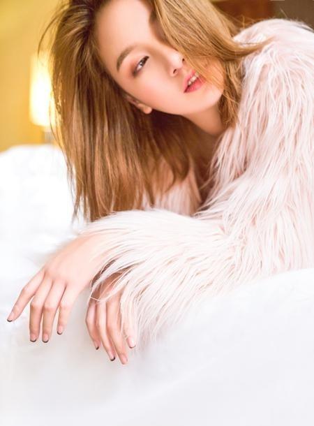 程砚秋床上玩转少女诱惑 粉红色写真甜美撩人写真