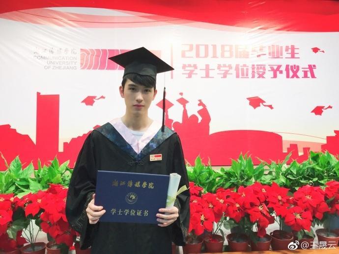 浙江传媒学院帅哥毕业照片分享