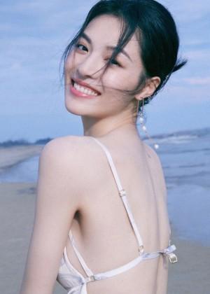 钟楚曦唯美海边纯美写真图片
