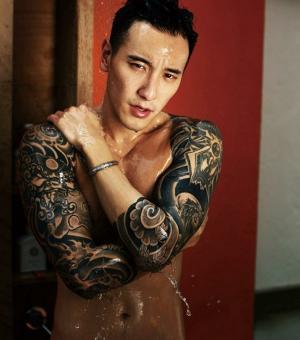 王阳明纹身霸气写真图片