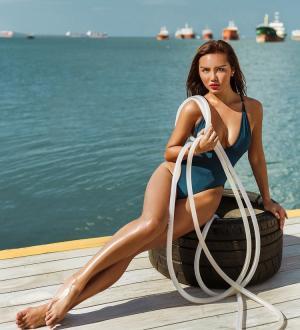 欧美小麦肤色的kgyaChen美女嫩模傲人身材图片