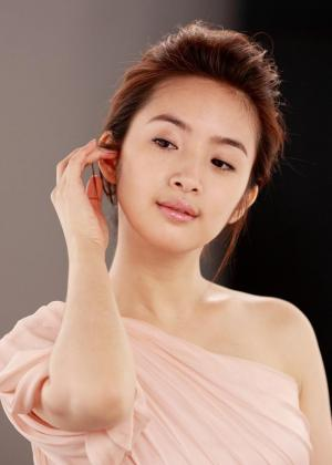 台湾人气偶像演员林依晨气质写真图片
