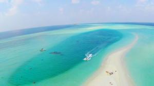 马尔代夫蓝色沙滩风景壁纸
