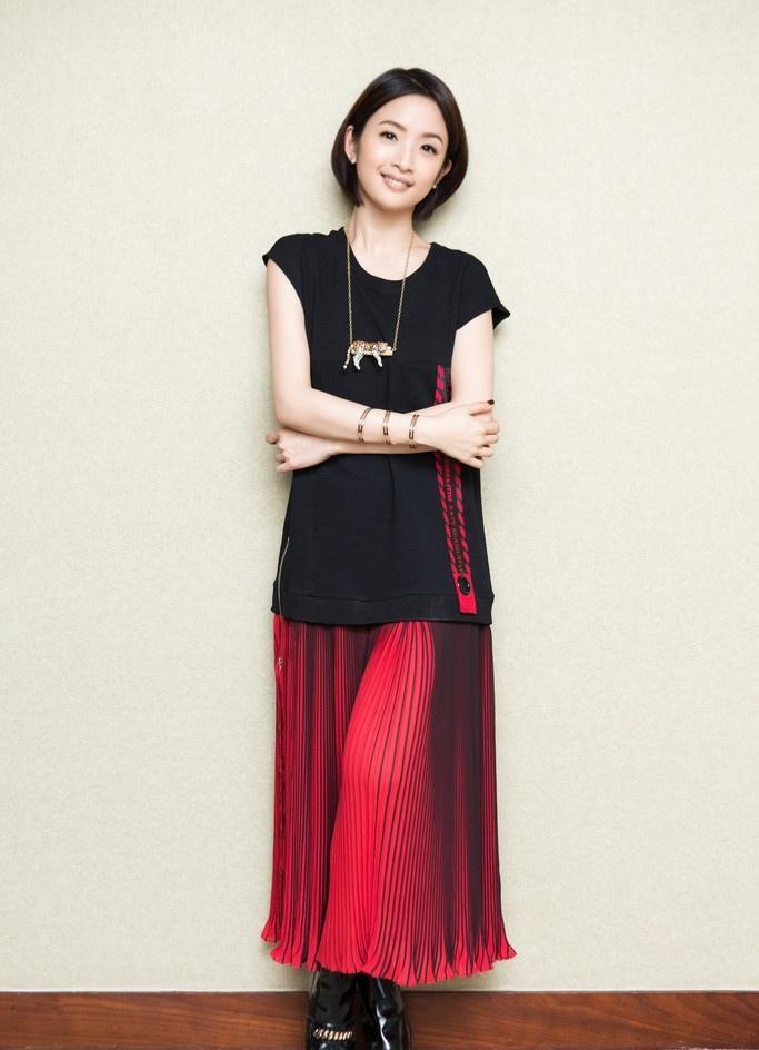林依晨红黑拼接裙 尽显优雅写真