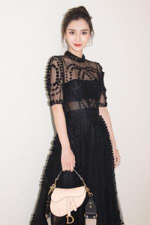 杨颖(angelababy)黑色镂空连衣裙写真