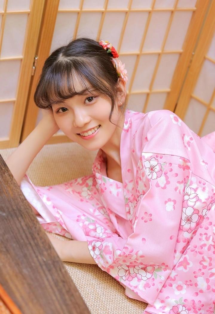 甜美可爱和服的日本女生写真