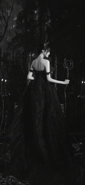 关晓彤黑色礼裙优雅手机壁纸