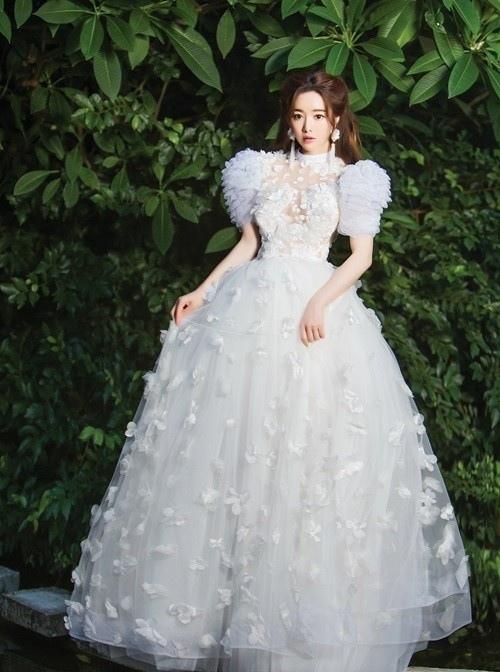 洪秀儿泰国街头拍婚纱写真大片演绎别样风情