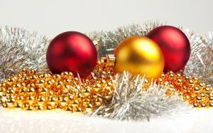 喜庆的圣诞节彩球图片