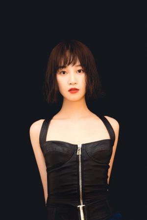 蓝盈莹最新性感迷幻时尚写真图片