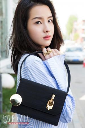 全民最爱校花陈都灵杂志封面写真图片