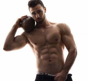 男人胸肌图片
