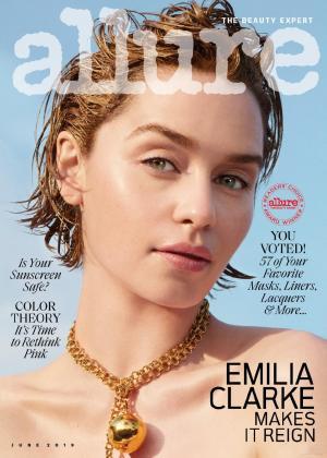 艾米莉亚·克拉克颜值爆棚微表情脸部特写时尚写真