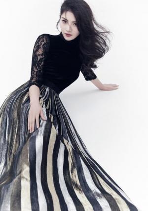 美女明星徐冬冬黑色蕾丝长裙性感写真图片