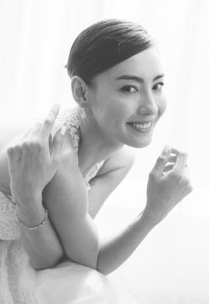 张柏芝白色鱼尾长裙优雅性感写真图片