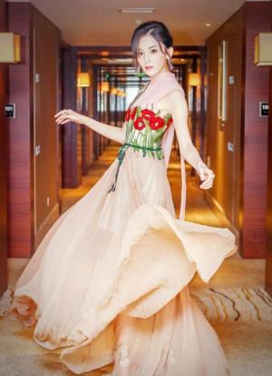 古力娜扎粉色纱裙美若天仙