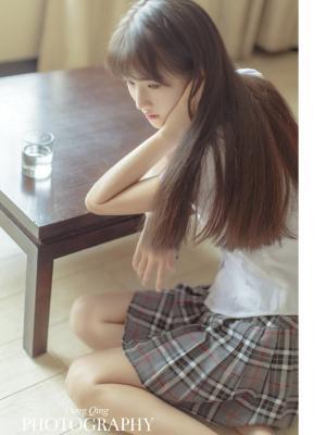 短裙刘海清纯学生妹生活照