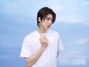 蔡徐坤白T恤清爽少年写真图片
