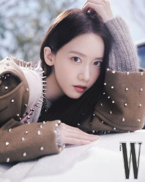 林允儿甜美冬日少女画报图片