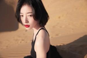 周雨彤简约优雅姿态魅力风情写真图片
