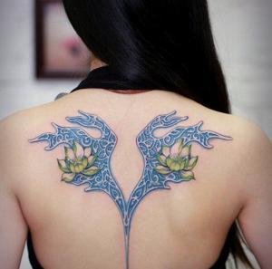 小清新女生后背纹身图案